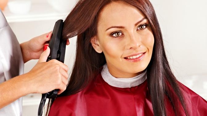 Женская, детская или мужская стрижка, окрашивание, завивка, прическа, процедуры повосстановлению иукреплению волос всалоне «Макси»
