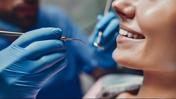Сертификат настоматологические процедуры вклинике «Аверс» (490руб. вместо 3500руб.)