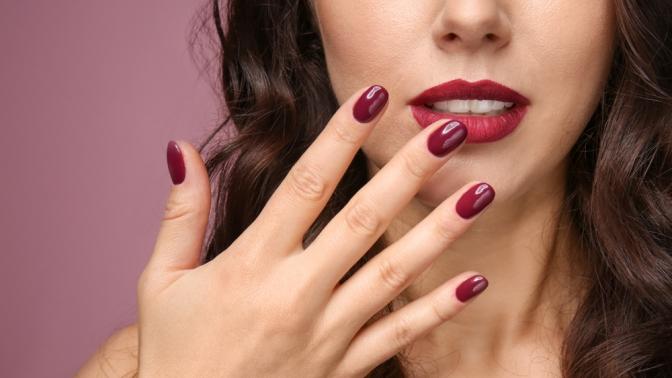 Аппаратный или классический маникюр, педикюр вместе или поотдельности спокрытием ногтей гель-лаком встудии ногтевого сервиса Naillab_msk