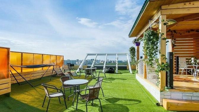 Отдых накрыше пентхауса спосещением сауны, бани надровах, японской бани Фурако иледяной купели отлаундж-пространства «Навысоте»