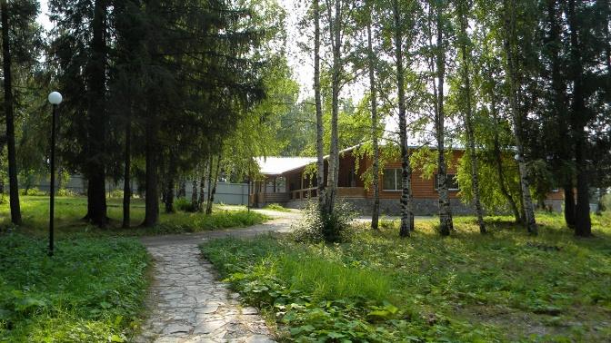 Отдых наберегу реки Кама вдвухкомнатном номере гостевого дома набазе отдыха «Елочка»