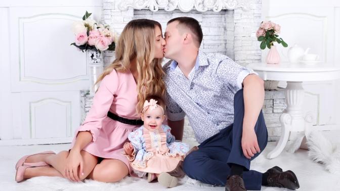 Индивидуальная или семейная тематическая фотосессия, фотосъемка «Будущие родители», «Лучшие подруги» либо Love Story встудии ArtWork