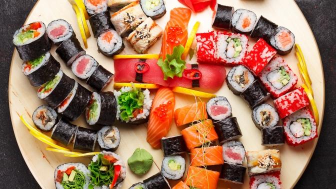 Сет «Классика», «Премьера» или «Дипломат» отслужбы доставки суши ироллов «Fuji Суши» соскидкой50%