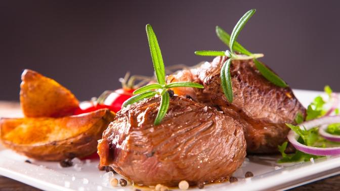 Ужин ссалатом, горячим, десертом инапитками вресторане «Галерея вин»