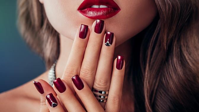 Маникюр ипедикюр спокрытием лаком либо гель-лаком, наращивание ногтей вкабинете красоты BoYA