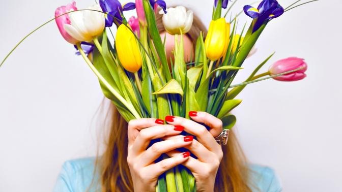 Маникюр ипедикюр спокрытием гель-лаком идизайном двух ногтей либо наращивание ногтей гелем отстудии красоты Marafet