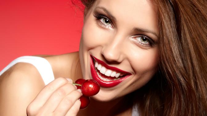 1, 2или 3сеанса косметического отбеливания зубов потехнологии InSmile встудии красоты D.S.Studio