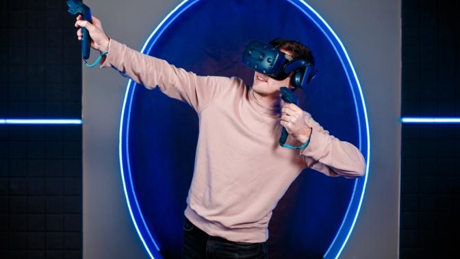 60минут игры вшлеме HTC Vive PRO вклубе виртуальной реальности VRWave Club
