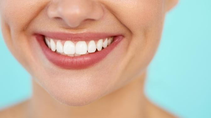 Механическая, комбинированная чистка зубов либо посистеме AirFlow или лечение кариеса всети стоматологических клиник EuroStome