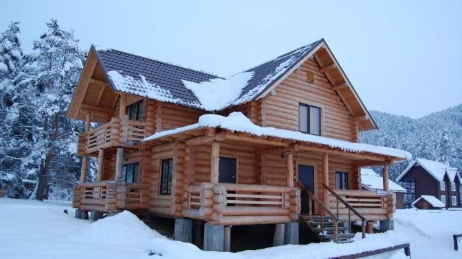 Отдых вгорном селе Камлак наберегу реки Семы вномере категории люкс вотеле Holiday Park Mikhailovo