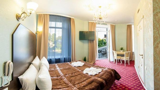 Отдых вцентре Санкт-Петербурга вномере категории стандарт, полулюкс или люкс либо романтический пакет вапартаментах «Гранд наТатарском»