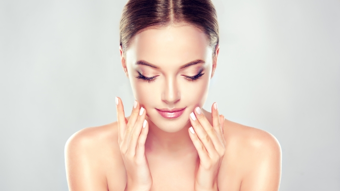 Подтяжка лица 3D-мезонитями, введение инъекций препарата «Диспорт» имезотерапия волосистой части головы в клинике косметологии SkinLaser