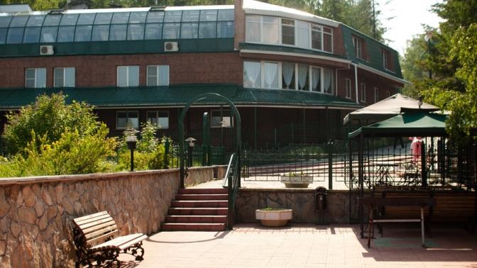 Отдых наберегу Исетского озера сзавтраком, арендой мангальной зоны иигрой внастольный теннис взагородном клубе «Солнечный берег»