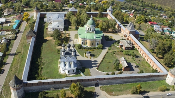 Двухдневный тур «Два Кремля» спроживанием вотеле, питанием, экскурсионной программой для одного оттуроператора «Ростиславль» (6120руб. вместо 7200руб.)