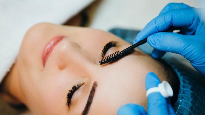 Прокол мочек ушей или пирсинг, коррекция иокрашивание бровей вкабинете доктора Регины Наильевной