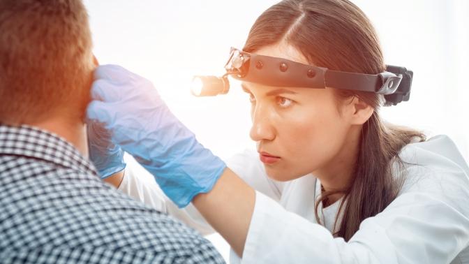 Стандартное или расширенное комплексное оториноларингологическое обследование, лечение синусита либо тонзиллита или криотерапия миндалин вклинике «Иломед»
