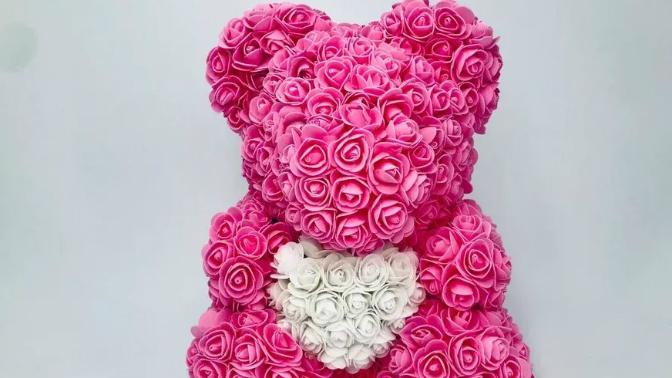 Мишка изфоамирановых 3D-роз сглянцевым подарочным пакетом