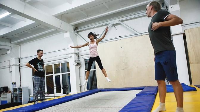Абонемент «Безлимитный выходной» или 1,5 часа прыжков набатутах вэкстрим-центре CooberMax