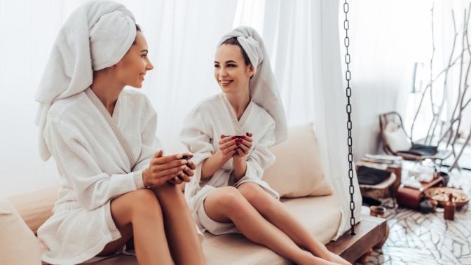 SPA-программа «SPA по-русски вкедровой бочке», «SPA-Weekend для мамы», «Весеннее преображение», «Кокосовый рай», «Медовая» «Три океана Detox» или «Шоколадная леди» вWellness-клубе SlimFit