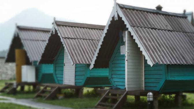 Отдых вГорном Алтае сзавтраками, посещением бани, обзорной экскурсией, пользованием мангалом набазе здоровья иотдыха «Чечек»