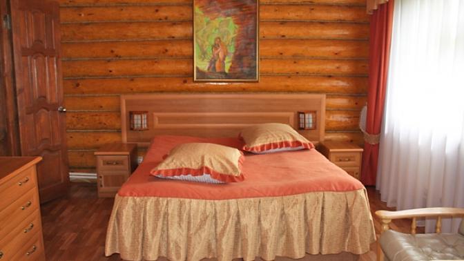 Отдых вномере категории полулюкс или люкс сзавтраком вгостиничном комплексе «Старый двор»