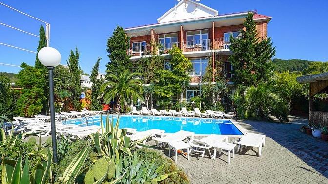 Отдых вСочи напобережье Черного моря вномере категории стандарт или люкс вгостином дворе «Уморя»