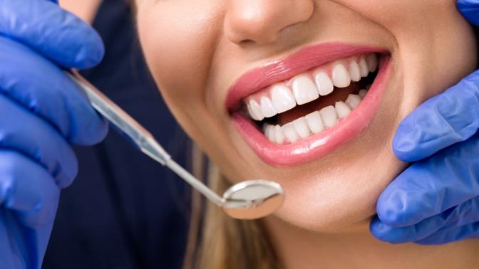 Гигиена полости рта счисткой посистеме AirFlow встоматологической клинике «Люкс Дент»