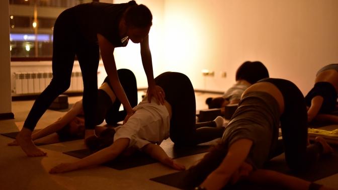 8или 12занятий айенгар-йогой, хатха-йогой или мужской йогой отстудии йоги «Мята»