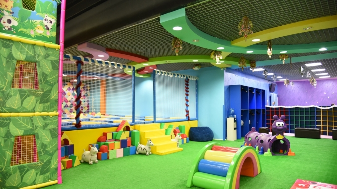 Целый день развлечений сбезлимитным посещением городов-лабиринтов, детских аттракционов, батутной зоны, сухого бассейна, игровой зоны для малышей вдетском развлекательном центре JungleLand