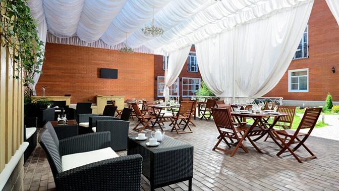 Отдых сзавтраками или питанием посистеме «полный пансион», возможностью школьного репетиторства вбизнес-отеле «Империал»