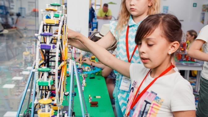 1или 2часа посещения для 1, 2либо 3детей детской игровой комнаты «Легополис»