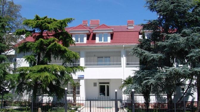 Отдых вКрыму напобережье Черного моря вномере категории люкс вотеле «Гостиный Дом»