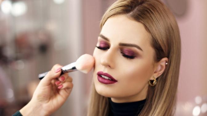 Курс «Сам себе визажист», практические занятия поуходу закожей лица или макияжу встудии «Бутик красоты»