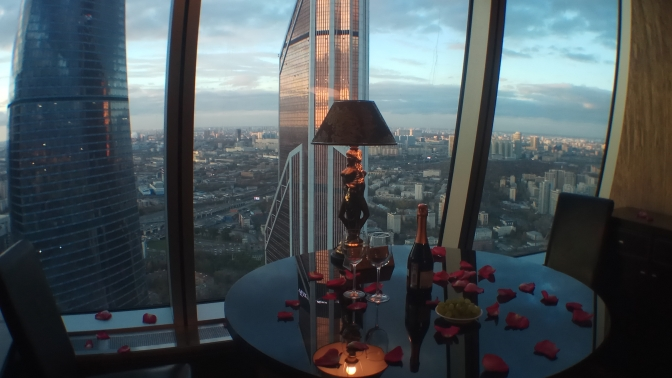 Романтическая ночь вапартаментах категории люкс сфотосессией или без в«Москва-Сити» откомпании Moscow-City-Weekend