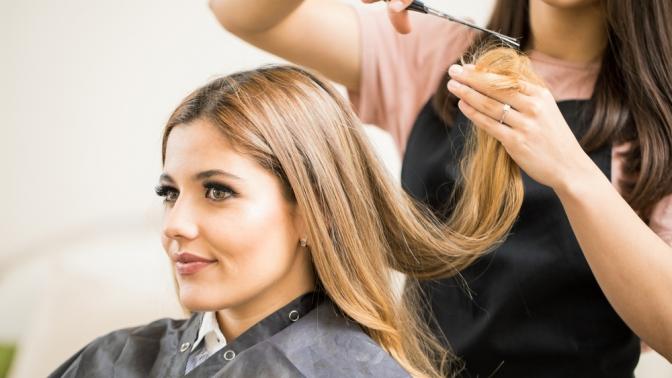 Стрижка, окрашивание иуходовые процедуры для волос всалоне красоты «Мервэй»