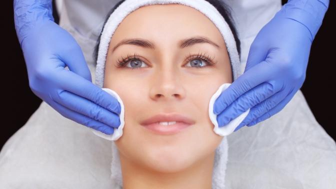 Процедуры ультразвуковой, комбинированной либо механической чистки, молочного, миндального или салицилового пилинга лица отсалона красоты «Бигуди»