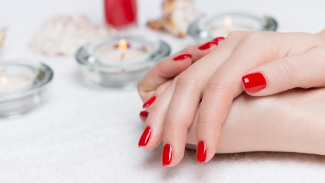 Маникюр ипедикюр спокрытием ногтей гель-лаком, наращивание ногтей всалоне красоты «Королева»