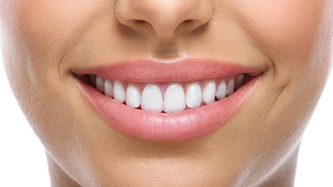 Гигиена полости рта, лечение кариеса сустановкой пломбы или эстетическое восстановление передних зубов вклинике Smile Clinic