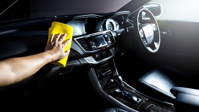 Комплексная химчистка салона, абразивная полировка судалением царапин инанесением защитного покрытия отавтомойки «Автостиль»