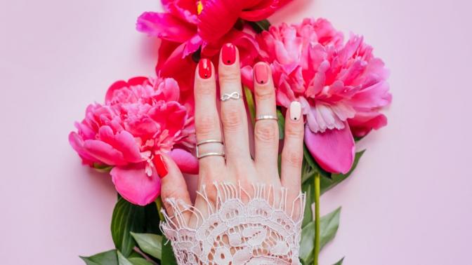 Маникюр ипедикюр спокрытием гель-лаком идизайном двух ногтей или наращивание ногтей всалоне красоты «5шагов ккрасоте»