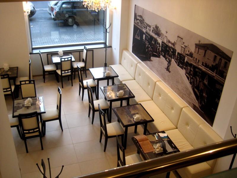 Мебель для кофейни еще юн
