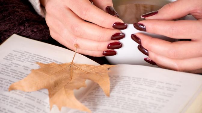 Европейский или классический маникюр ипедикюр спокрытием ногтей гель-лаком встудии красоты истиля «Совершенство»